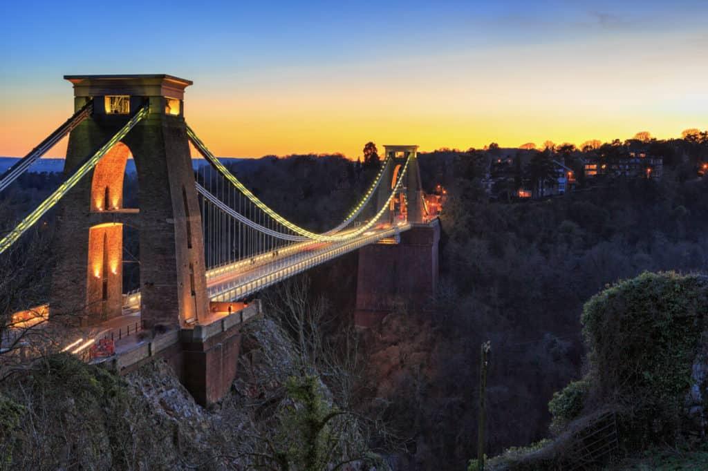 كيفية بناء الجسور المعلقة