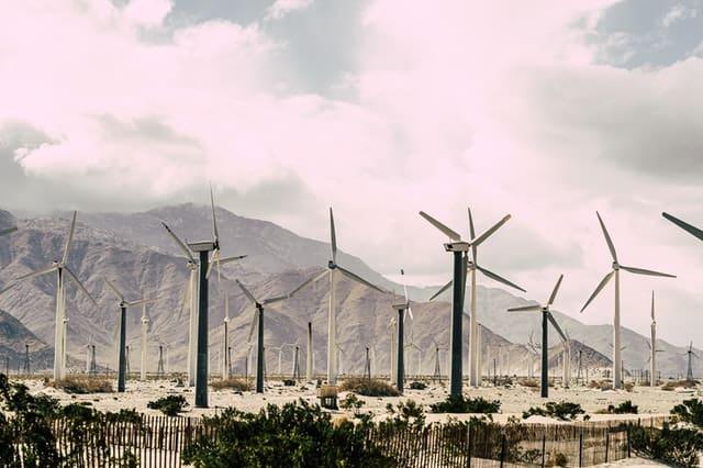 دور الطاقة المتجددة في تحقيق التنمية المستدامة في السعودية