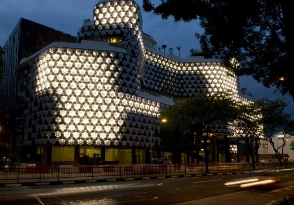 العمارة الديناميكية التفاعليه وتأثيرها